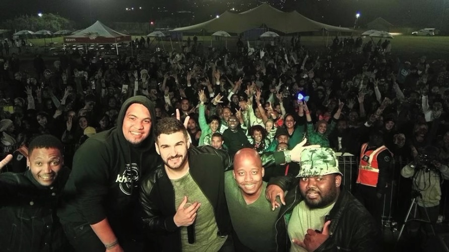 Mi Casa Selfie with crowd - Knysna 2015